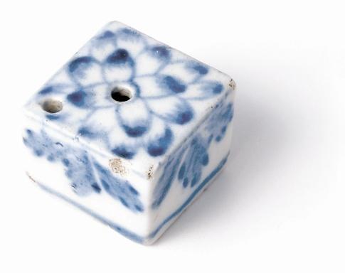Fig. 6 - Water-dropper for preparing make-up, Choson period © Coreana Cosmetics Museum