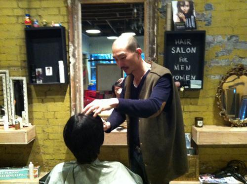 A haircut at Hurwundeki