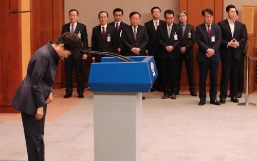 President Park Geun-hye issues a public apology